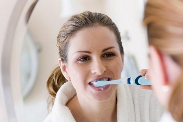 Brush-Natural Ways To Keep Your Teeth Healthy