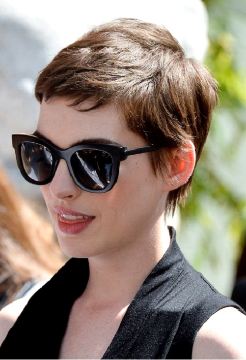 Anne Hathaway-12 Celebrities With Really Short Hair