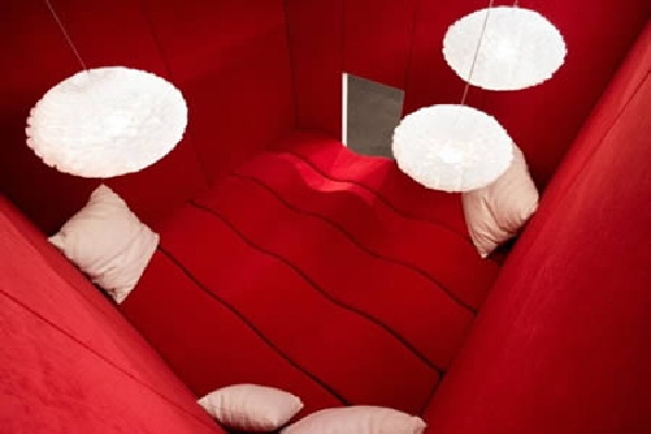 A Whole New Slant On Office Meetings-Coolest Cubicles And Work Spaces