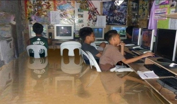 Kids on computers-Viral Photos That Turned Out To Be Fake