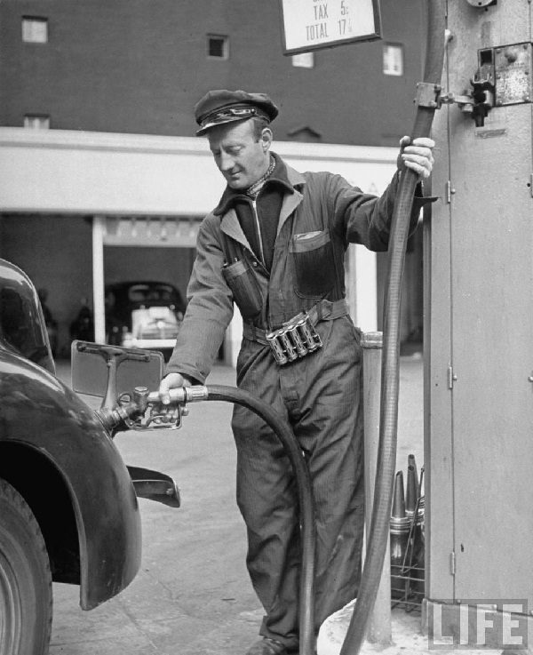 Gas pump assistant-15 Worst Jobs Ever