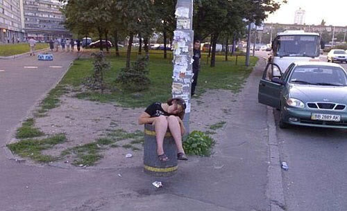 Drunk in a bin-Hilarious Pics Of Girls Being Drunk And Passed Out