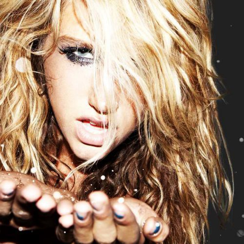 Kesha-15 Pop Stars Now Vs How They Looked In Their First Album