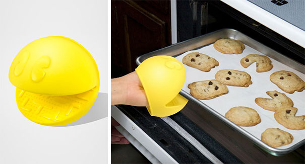 This Pac-Man Oven Gloves-15 Geeky Kitchen Gadgets That Will Make Your Kitchen A Super Kitchen
