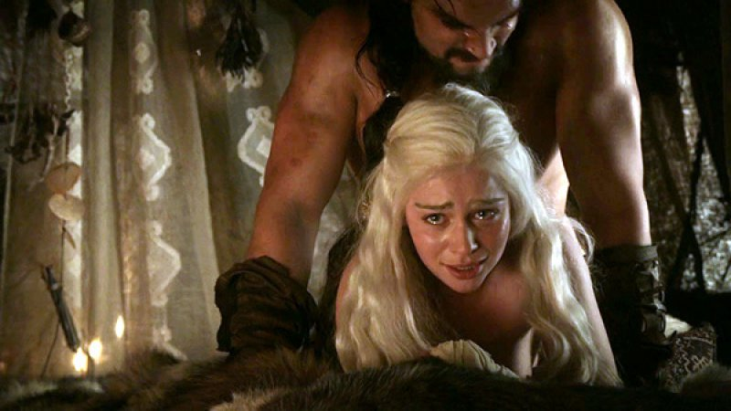 Emilia Clarke's Fun Moments While Filming Game of Thrones -15 Awkward Sex Scene Stories As Told By Actors
