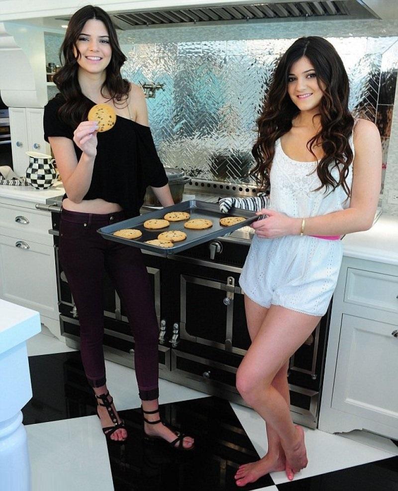 Kylie Jenners Legs And Feet 23 Sexiest Celebrity Feet