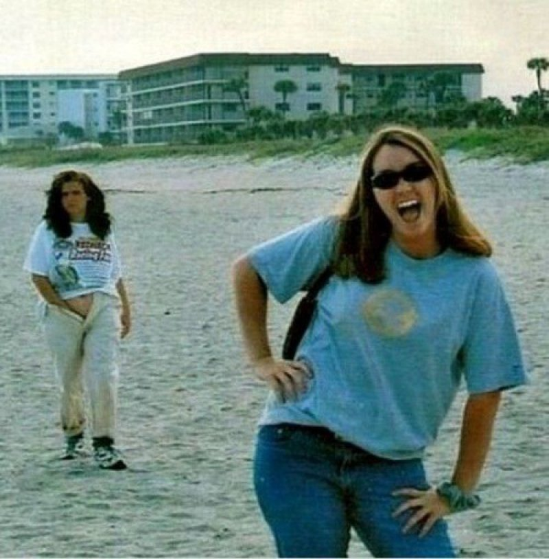 That Was Some Wild Scratching-15 Most Embarrassing Photos Ever Taken At Beach