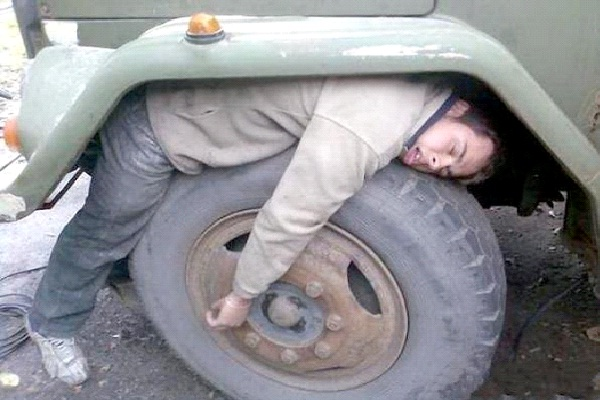 On A Truck Tire-Funny Ways People Found Sleeping