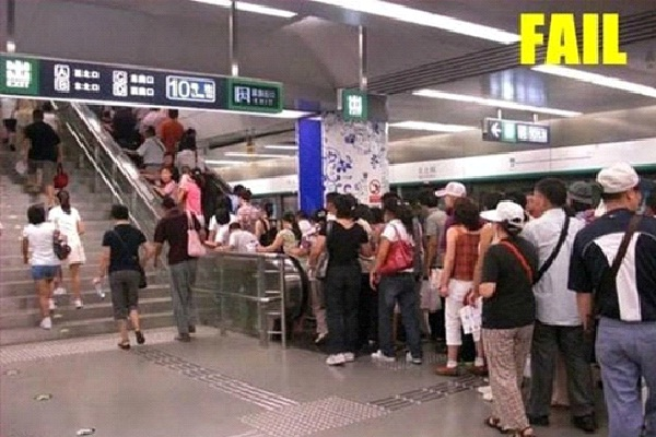 Escalator Fail-Funniest Pics Of Lazy People