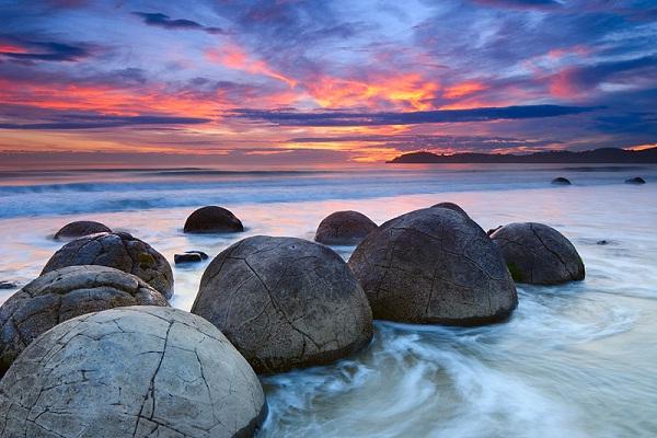Moeraki Boulders-Amazing Landscapes Around The World