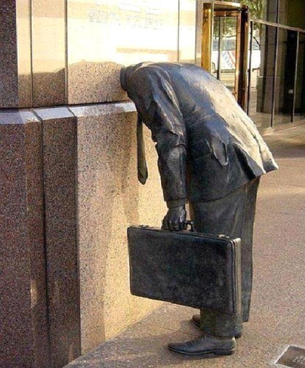 Lost His Head - Los Angeles, California-World's Most Bizarre Statues