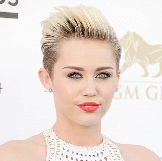 Miley Cyrus-12 Celebrities With Really Short Hair
