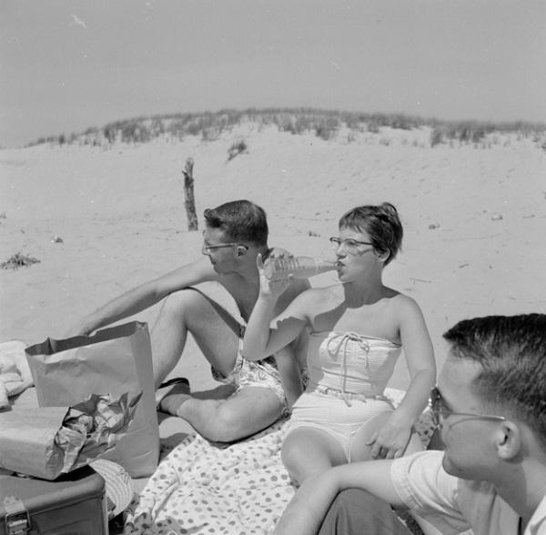 The beach-Teens Now Vs. Teens Earlier