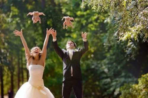 The throwing of the chicken-This Week's WTF Photos