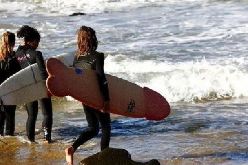 Girl with a fancy surfboard-18 Hilarious Beach Fails That Will Make You Laugh Out Loud