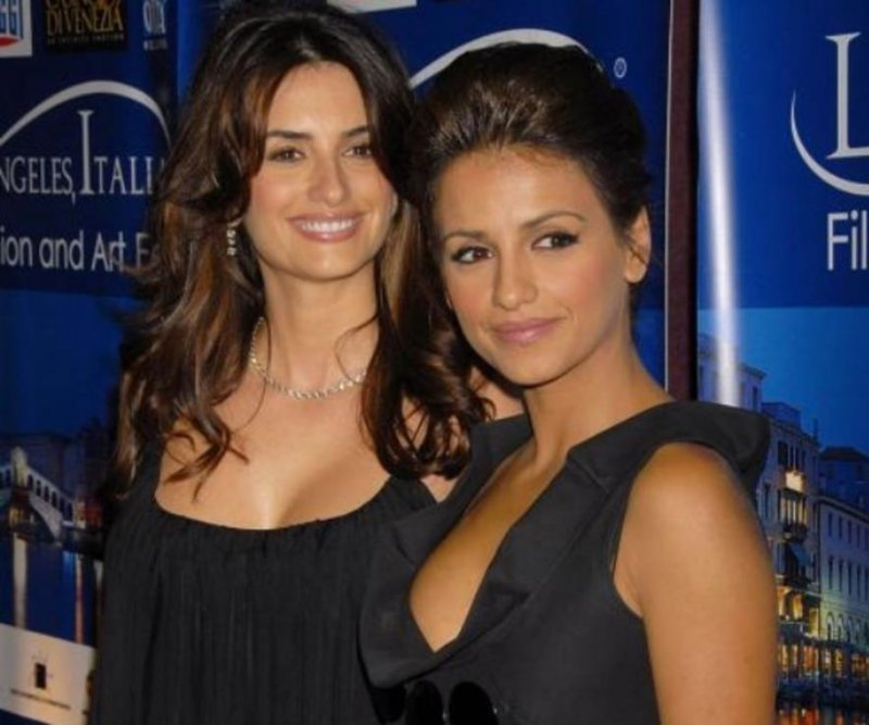 Penelope Cruz-15 Celebrities With Their Better Looking Siblings