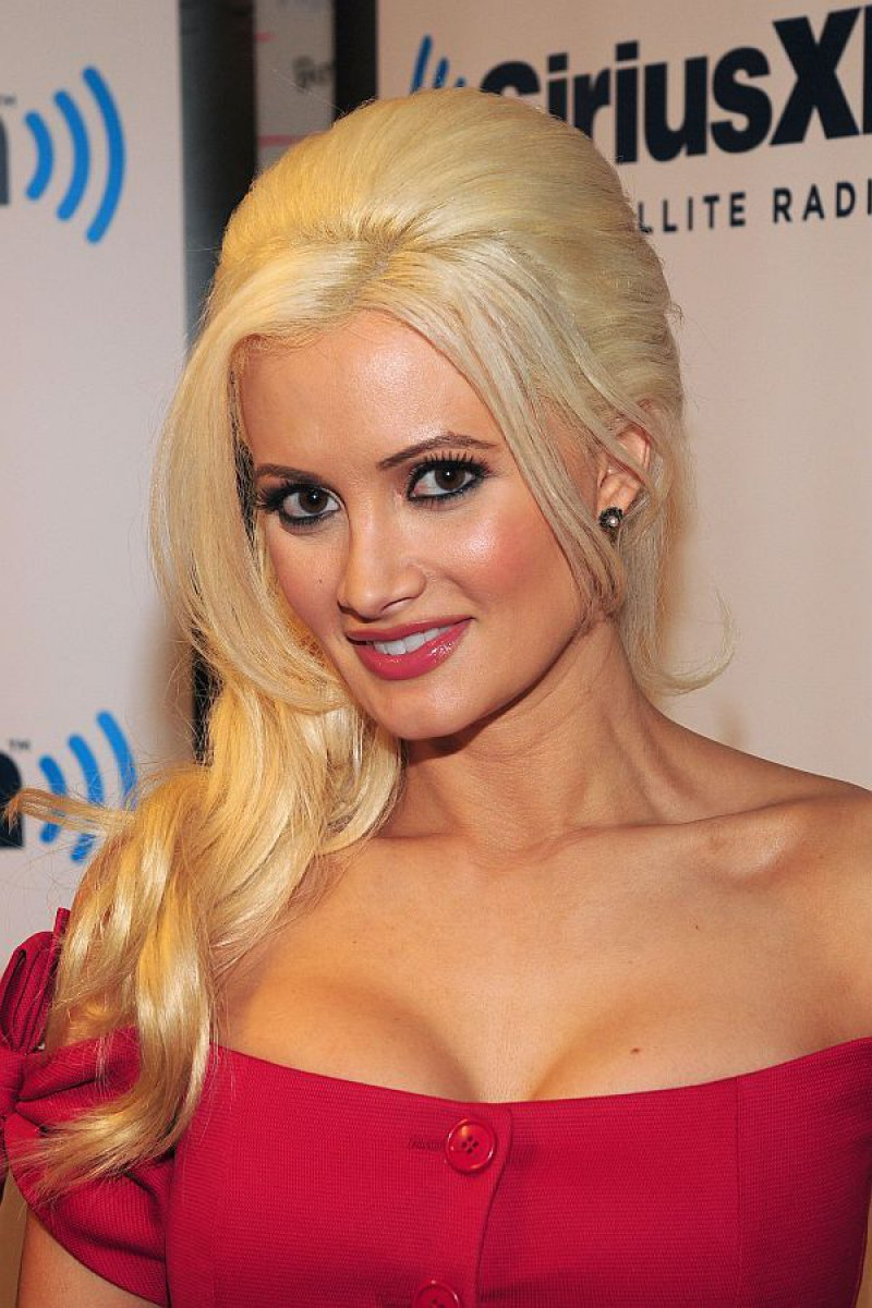 Holly Madison-12 Celebrities Who Once Worked At Hooters