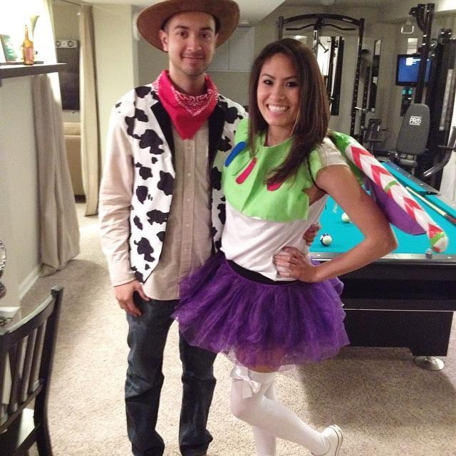 Woody and Buzz Lightyear Costume-Fifteen Halloween Couple Costumes That Are Super Amazing