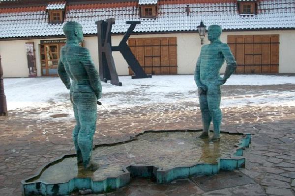 Piss Statue - Prague, Czech Republic-World's Most Bizarre Statues