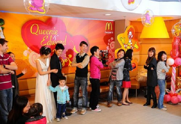 This looks posh-Pics Of People Getting Married In McDonalds