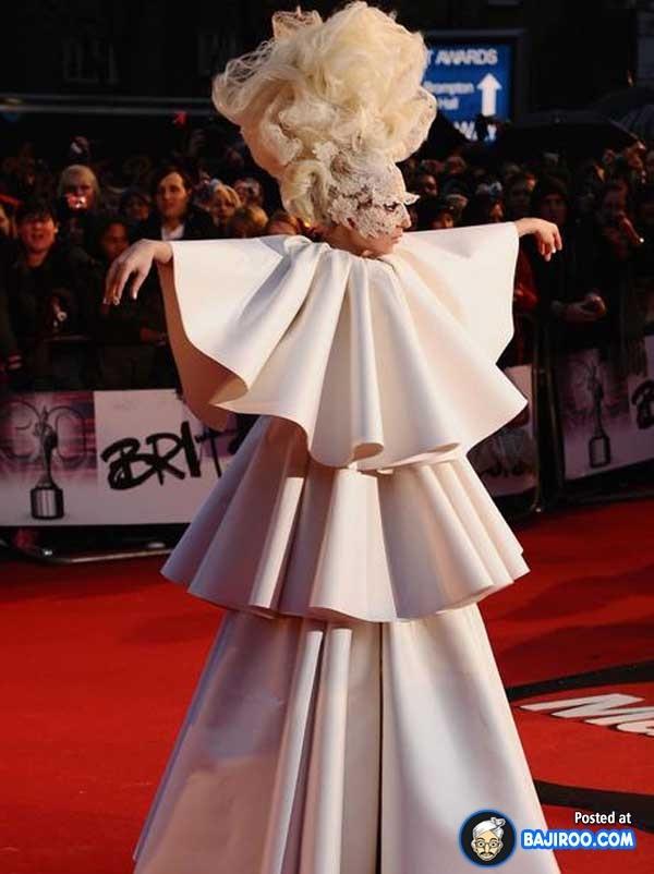 Too many folds-Worst Lady Gaga Outfits