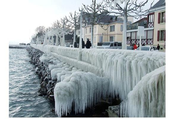 Lake Geneva-Most Amazing Ice Formations