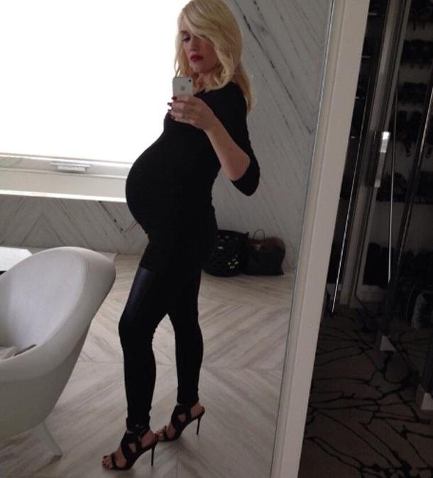 Gwen Stefani-Hot And Fit Celeb Moms