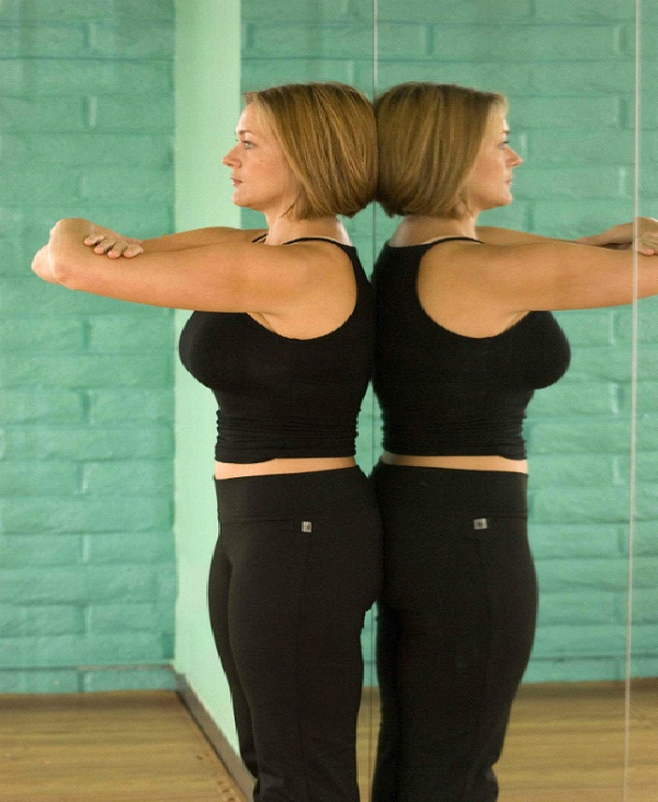 Align Yourself In The Mirror-Tips To Improve Your Body Posture