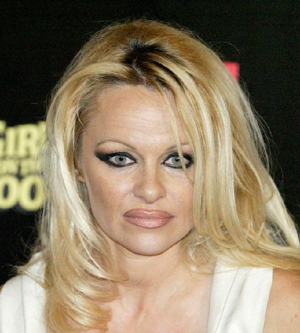 Pamela Anderson-15 Worst Celebrity Makeup Disasters Ever