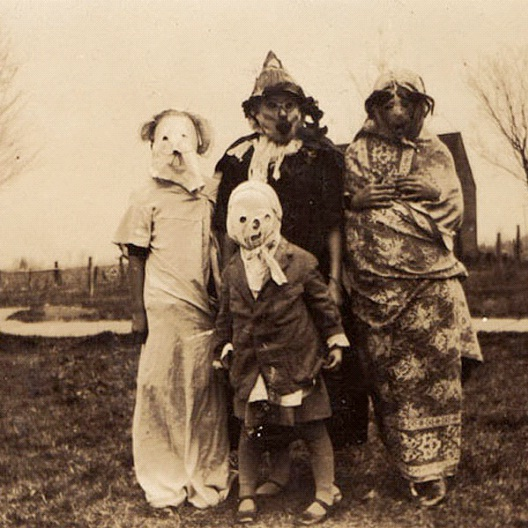 Children Of The Corn-Most Terrifying Vintage Halloween Costumes Ever