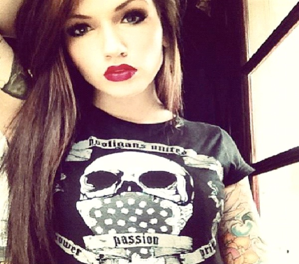 Black T-Shirt and Red Lips-Best Hipster Style