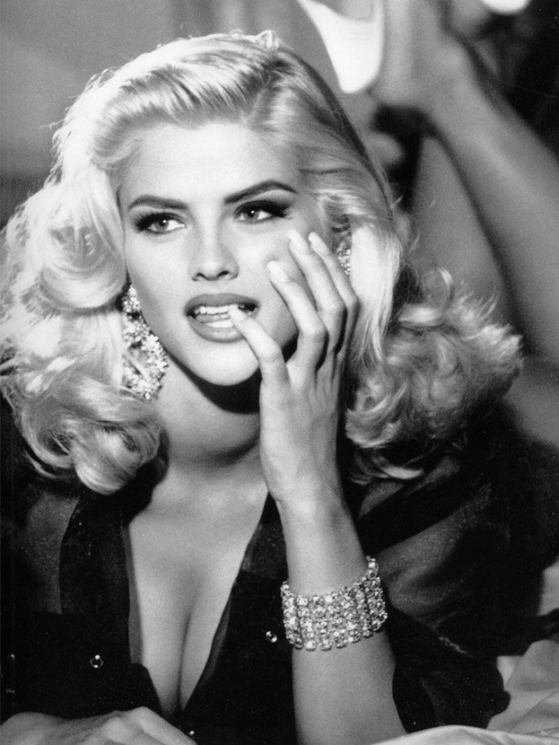 Anna Nicole Smith-15 People Who Were Strippers Before Becoming Famous
