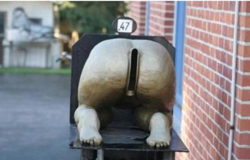 That's Where The Junk Goes In-15 Weirdest Yet Hilarious Mailboxes You'll Ever See