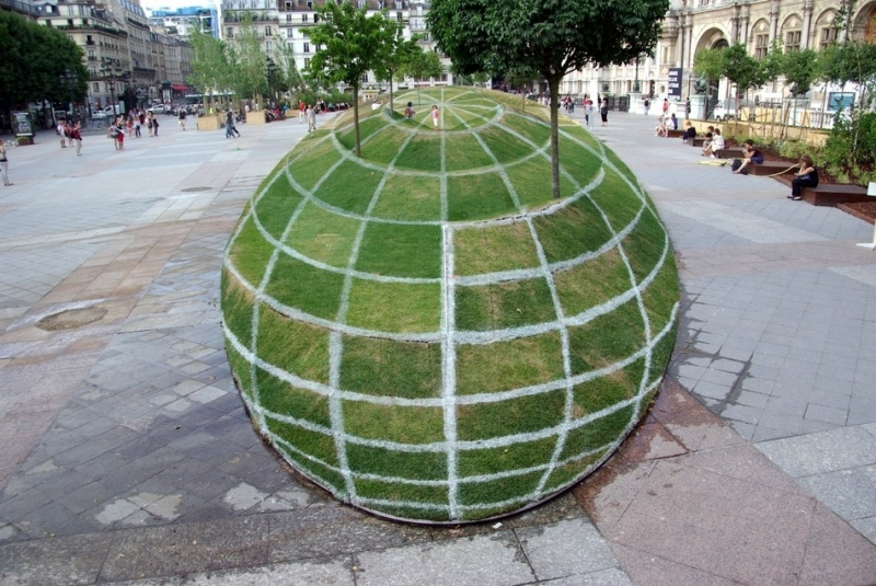 This Incredibly Beautiful 3D Grass Globe-15 Real Life Illusions That Are Sure To Amuse You