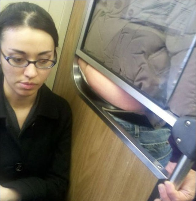 A Pleasant, Aromatic and Memorable Ride to Work-15 Most Awkward Public Transport Pictures