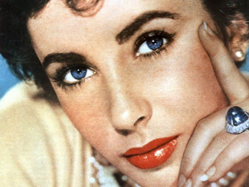 Liz Taylor - Double Eyelashes-15 Celebrities With Strange Physical Flaws You Probably Don't Know About