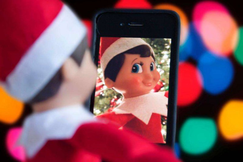 Elf on the Shelf – Taking a Selfie-15 Hilarious Photos Of The Elf On The Shelf Gone Wrong
