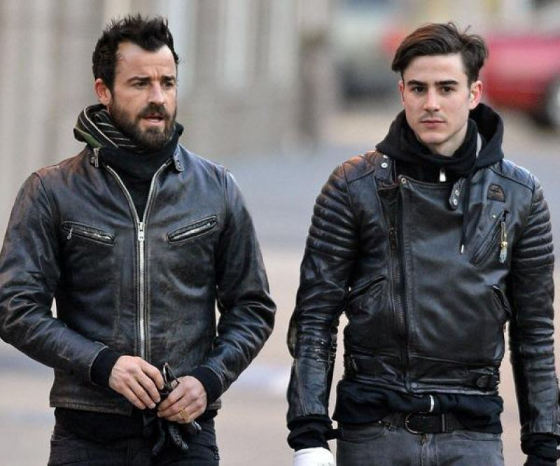 Justin Theroux-15 Celebrities With Their Better Looking Siblings