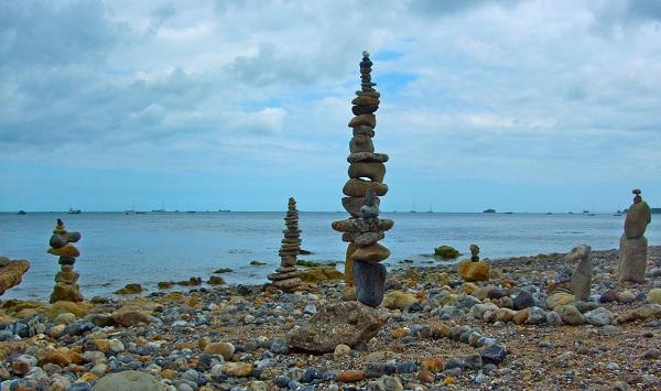 A skyscraper-Amazing Balanced Stones In The World