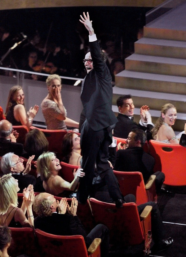 Roberto Benigni-Most Bizarre Moments At Oscars Ever