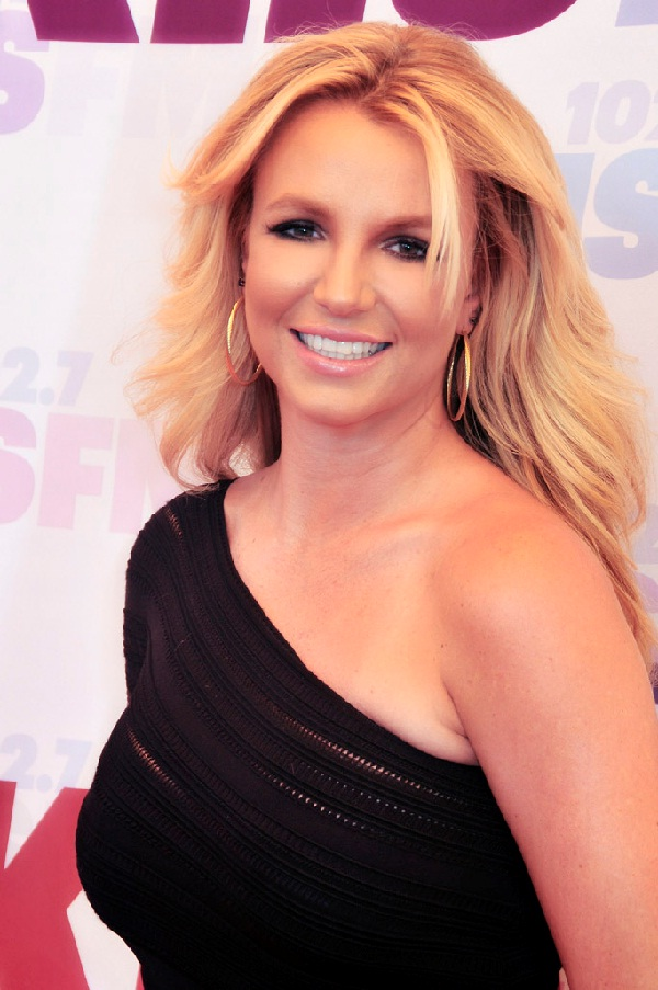 Britney Spears-15 Celebs Who Won Big Awards With Terrible Performances