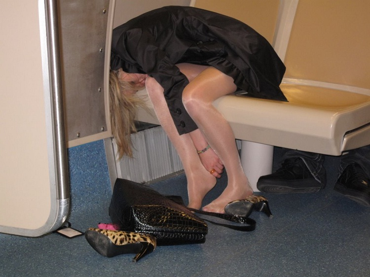 A fail on so many levels-Hilarious Pics Of Girls Being Drunk And Passed Out