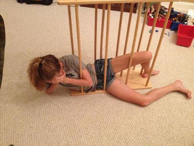 How did you get in there?-Pics Of Girls Doing Insane Things