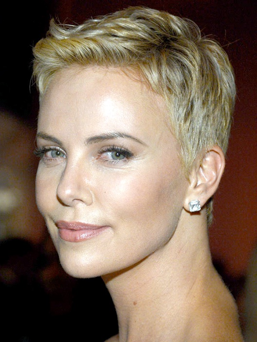 Charlize Theron-12 Celebrities With Really Short Hair