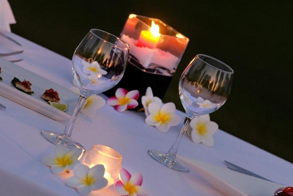A candle light dinner-Best Anniversary Gift Ideas For Your Wife