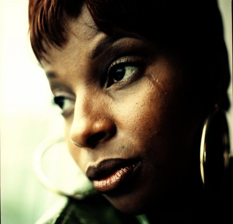 Mary J. Blige - Eye Scar-12 Celebrities With Scars And Deformities
