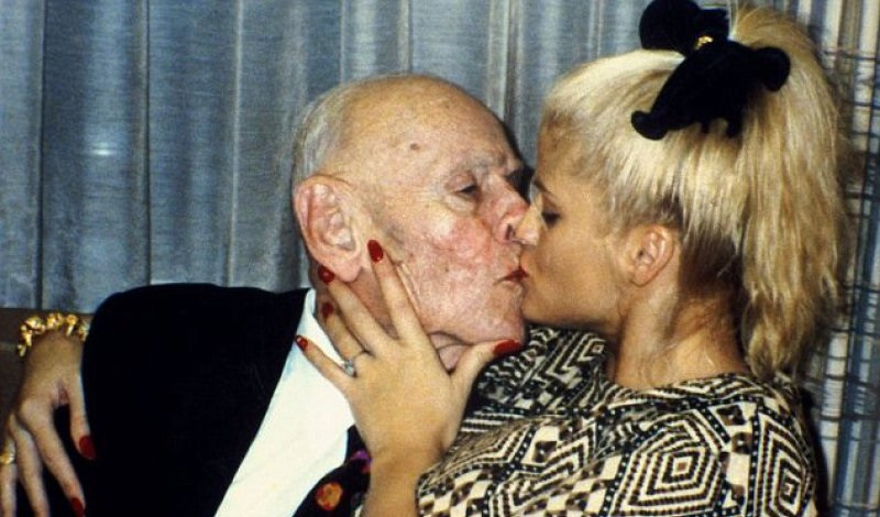Anna Nicole Smith And J. Howard Marshall-15 Celebrity Couples With Unbelievably Big Age Gaps