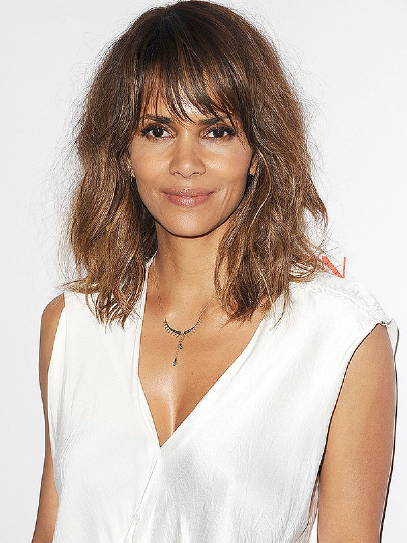 Halle Berry-12 Celebrities Whose Parents Are Of Different Races