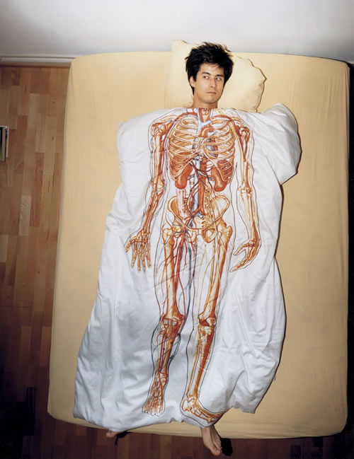 Scary skeleton bedsheet-15 Most Insane Bed Sheets That Will Make You Say WTF!