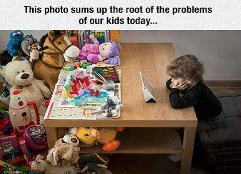Smart Kids Don't Play With Toys-Pictures That Will Make You Pity This Generation